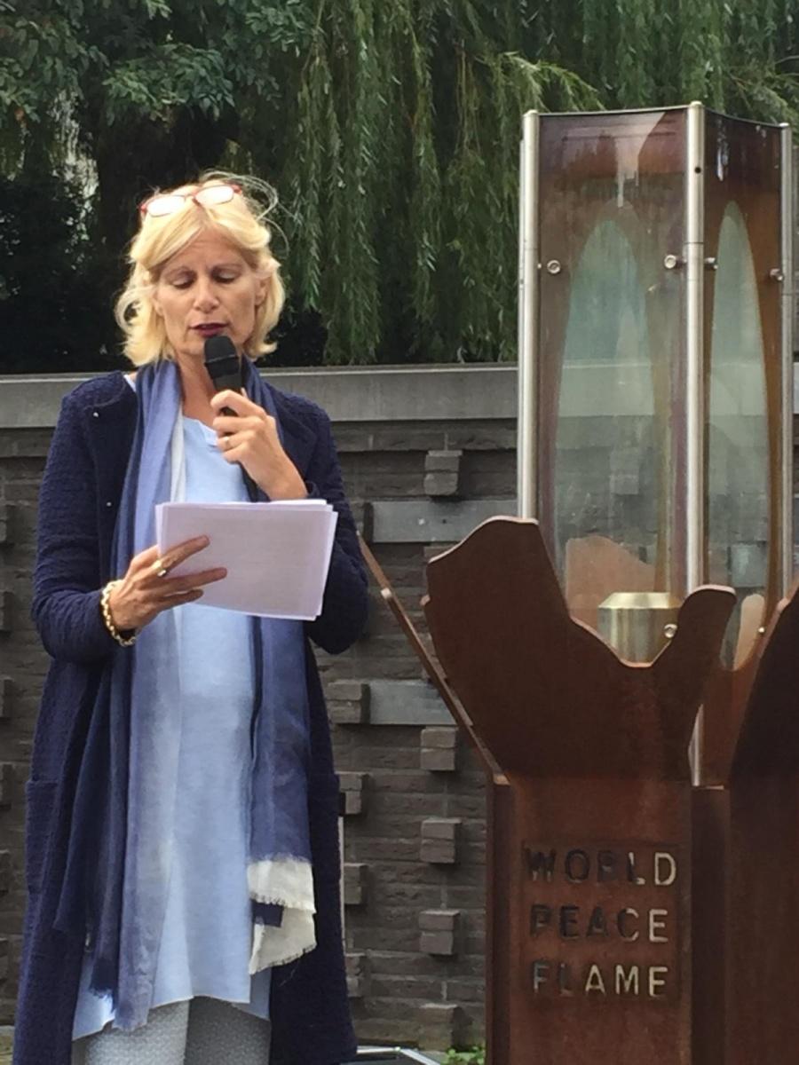 Esther Appels opent de Vredesweek