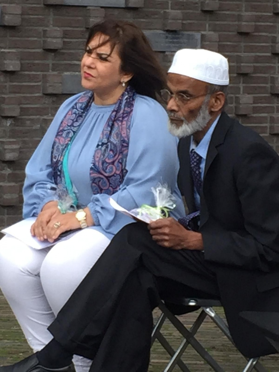 Esther Zawiolkowski in gesprek met de imam